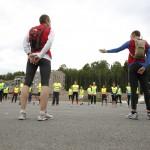 Bilde 5. Erlend Eimhjellen (Hovedinstruktør) og Espen Gjøs (Hjelpeinstruktør) orienterer kveldens 40 NMT deltagere